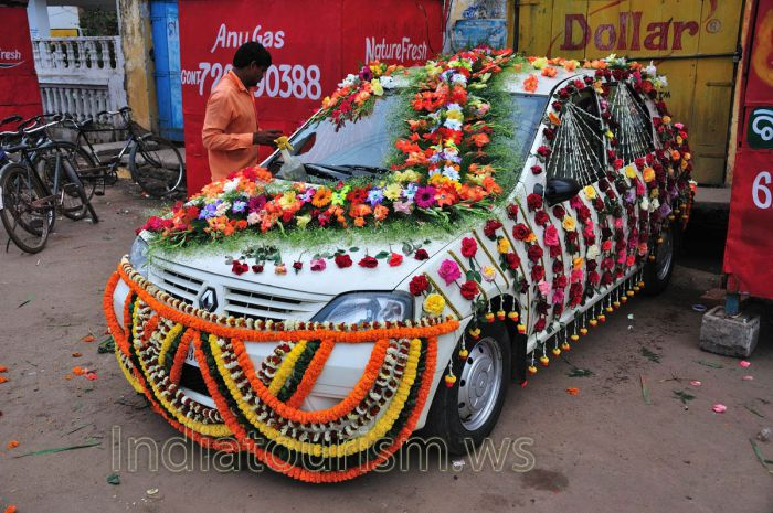 decorated-wedding-car-this-wedding-car-is-very-nicely-decorated-puri-orissa