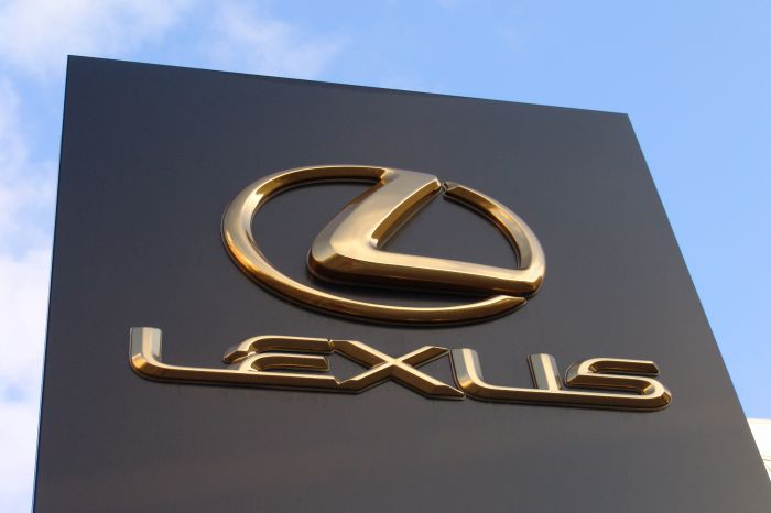 01_Lexus_dealership_sign